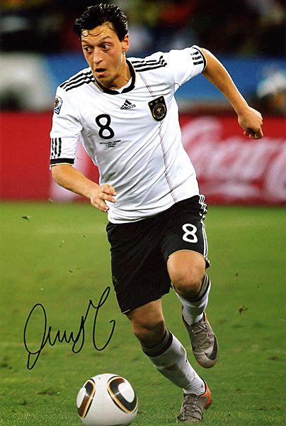 画像1 メスト・エジル ドイツ代表 直筆サイン入り8X10フォト